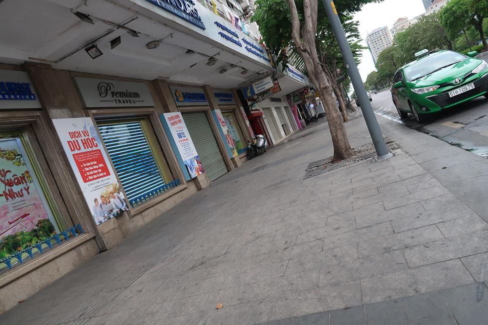 Trung tâm TP HCM khoảnh khắc không một ai, người Sài Gòn ở nhà ngăn Covid-19 - Ảnh 11.