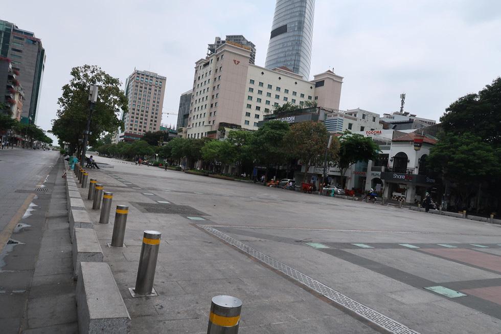 Trung tâm TP HCM khoảnh khắc không một ai, người Sài Gòn ở nhà ngăn Covid-19 - Ảnh 10.