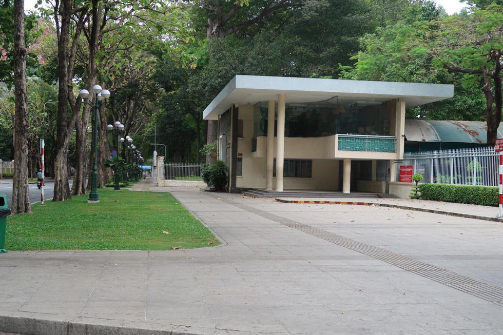 Trung tâm TP HCM khoảnh khắc không một ai, người Sài Gòn ở nhà ngăn Covid-19 - Ảnh 12.