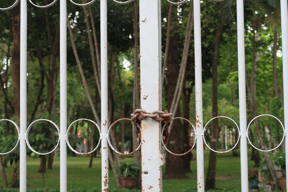 Trung tâm TP HCM khoảnh khắc không một ai, người Sài Gòn ở nhà ngăn Covid-19 - Ảnh 13.