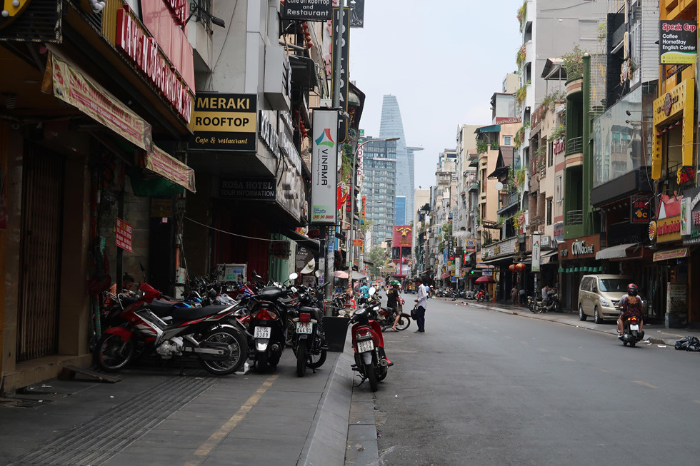 Trung tâm TP HCM khoảnh khắc không một ai, người Sài Gòn ở nhà ngăn Covid-19 - Ảnh 15.