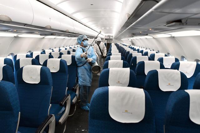 Tạm dừng hàng loạt đường bay nội địa nhằm phòng chống dịch corona - Ảnh 1.