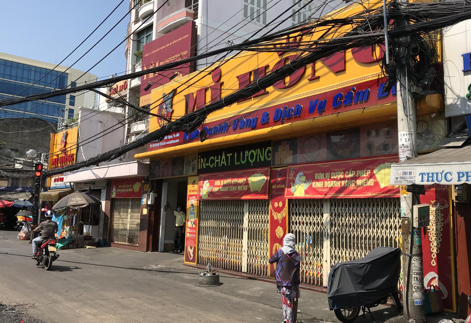 Tiệm vàng, Chanel, Gucci Sài Gòn cũng đóng cửa im ỉm phòng dịch Covid-19 - Ảnh 2.