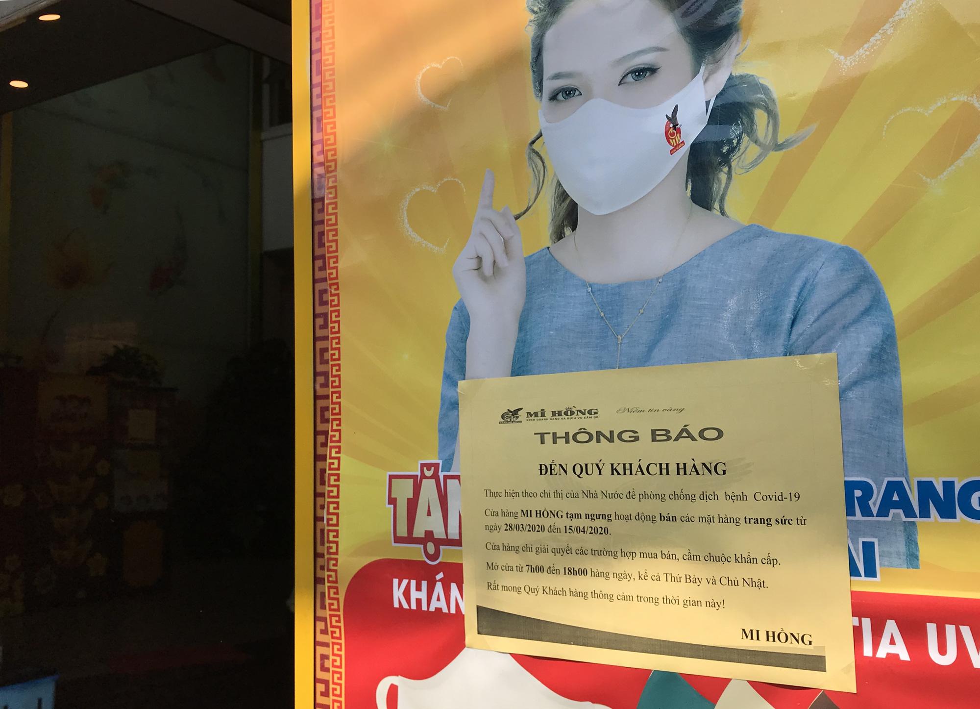 Tiệm vàng, Chanel, Gucci Sài Gòn cũng đóng cửa im ỉm phòng dịch Covid-19 - Ảnh 3.