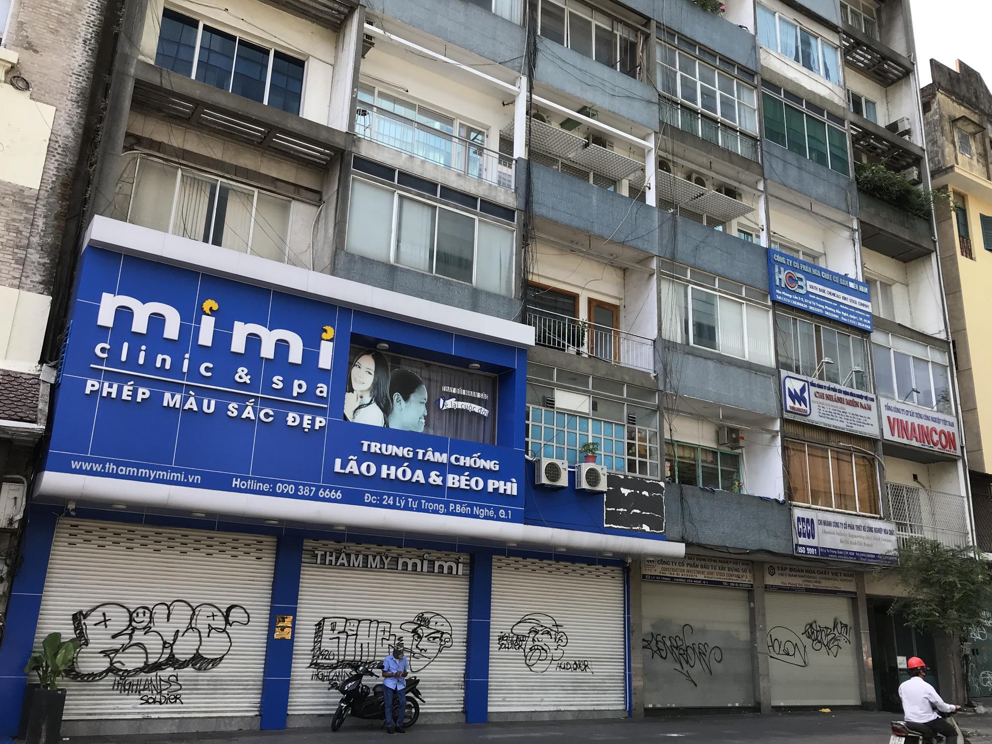 Tiệm vàng, Chanel, Gucci Sài Gòn cũng đóng cửa im ỉm phòng dịch Covid-19 - Ảnh 7.