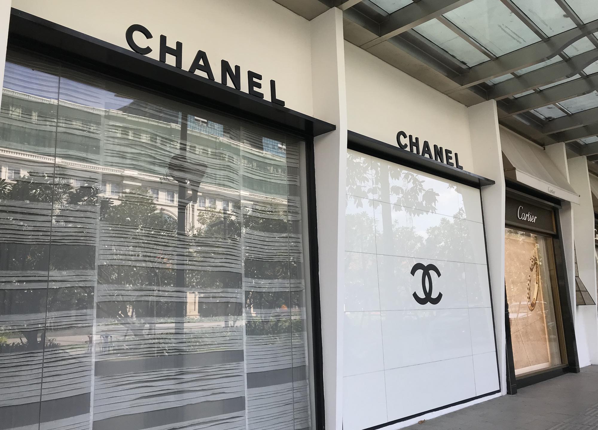 Tiệm vàng, Chanel, Gucci Sài Gòn cũng đóng cửa im ỉm phòng dịch Covid-19 - Ảnh 11.
