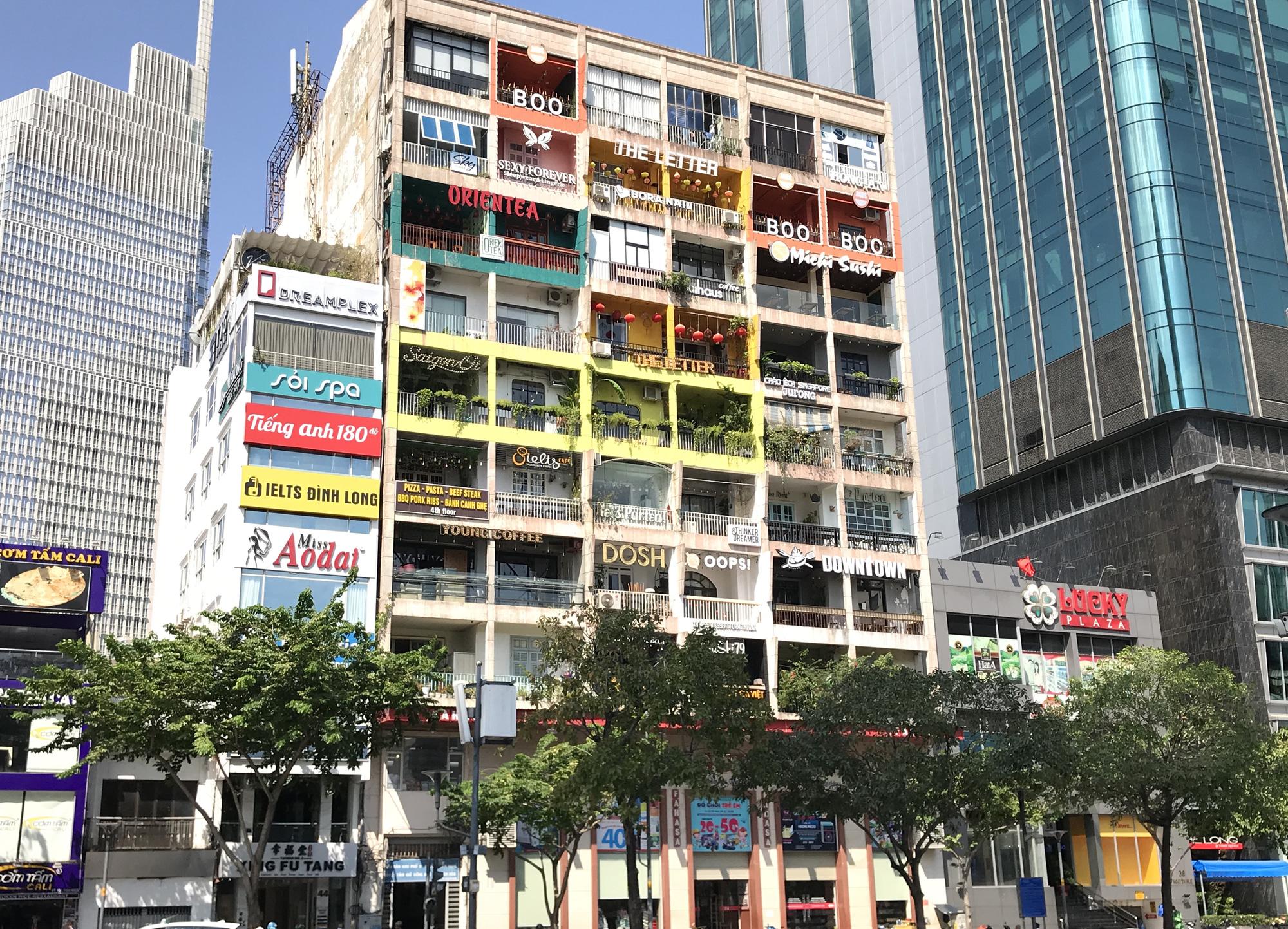 Tiệm vàng, Chanel, Gucci Sài Gòn cũng đóng cửa im ỉm phòng dịch Covid-19 - Ảnh 8.