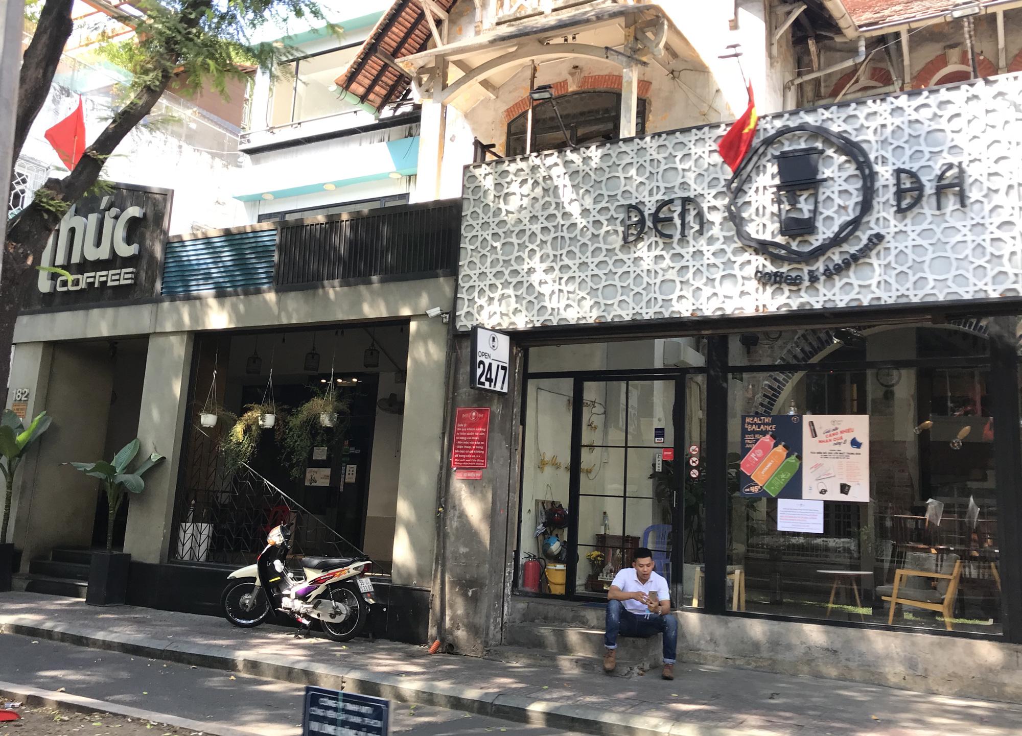 Tiệm vàng, Chanel, Gucci Sài Gòn cũng đóng cửa im ỉm phòng dịch Covid-19 - Ảnh 1.