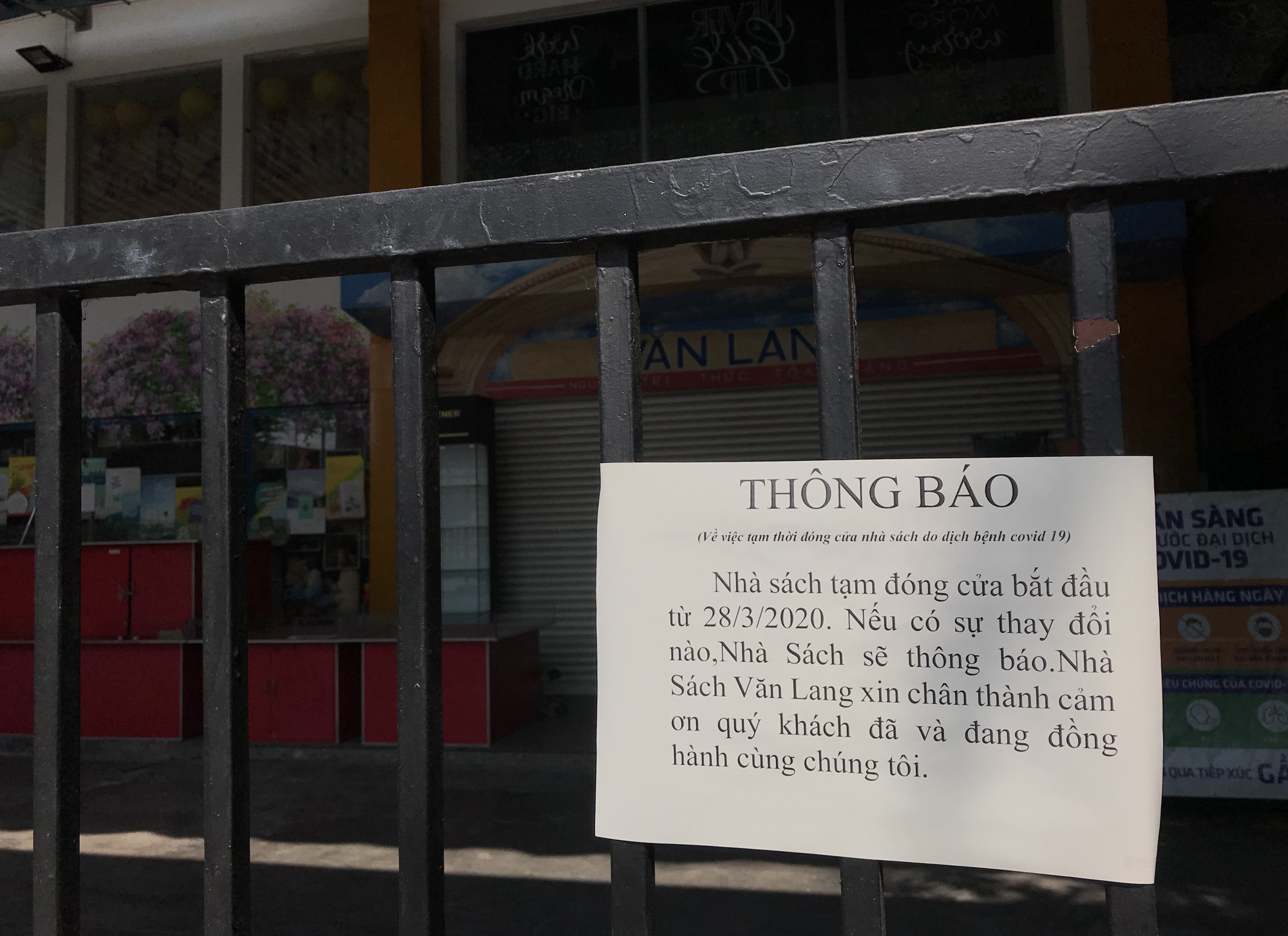 Tiệm vàng, Chanel, Gucci Sài Gòn cũng đóng cửa im ỉm phòng dịch Covid-19 - Ảnh 10.