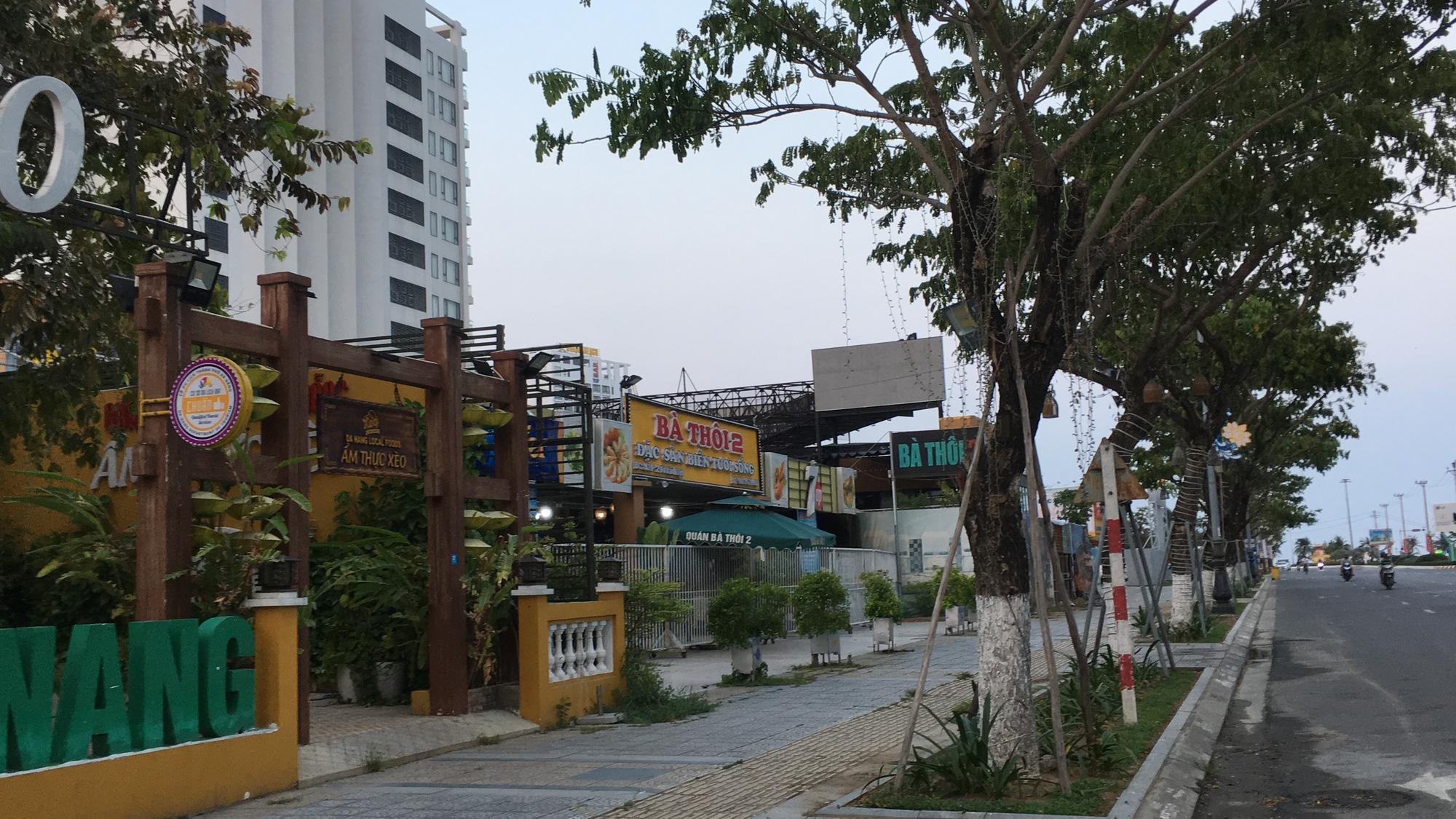 Ven biển Đà Nẵng bị rào chắn hơn 1km, các dịch vụ ngừng hoạt động hàng loạt để phòng dịch Covid-19 - Ảnh 14.