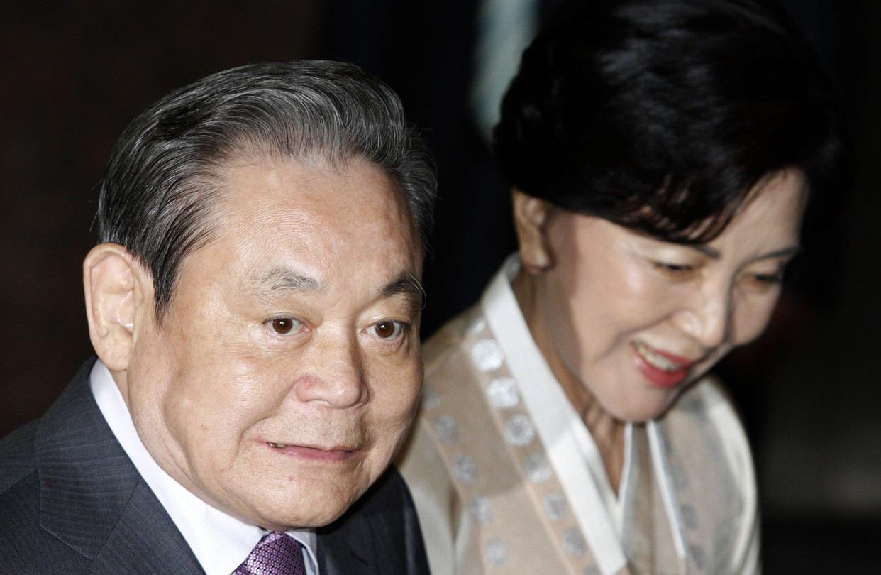 Dịch Covid-19 diễn biến phức tạp, Chủ tịch Samsung mất hơn 2,2 tỉ USD - Ảnh 2.