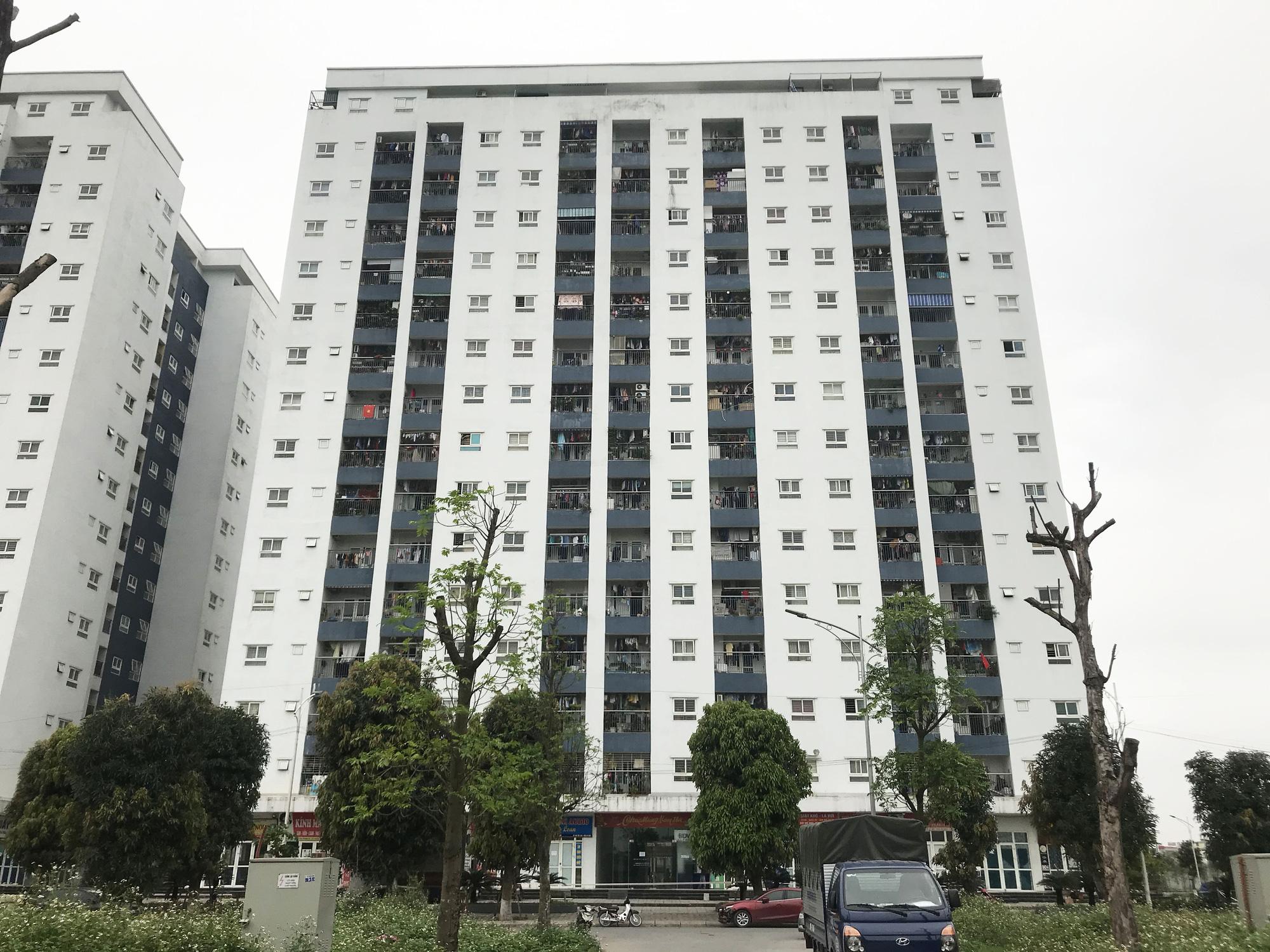 Hà Nội tạm cách li khu chung cư có người dương tính với SARS-CoV-2 - Ảnh 6.