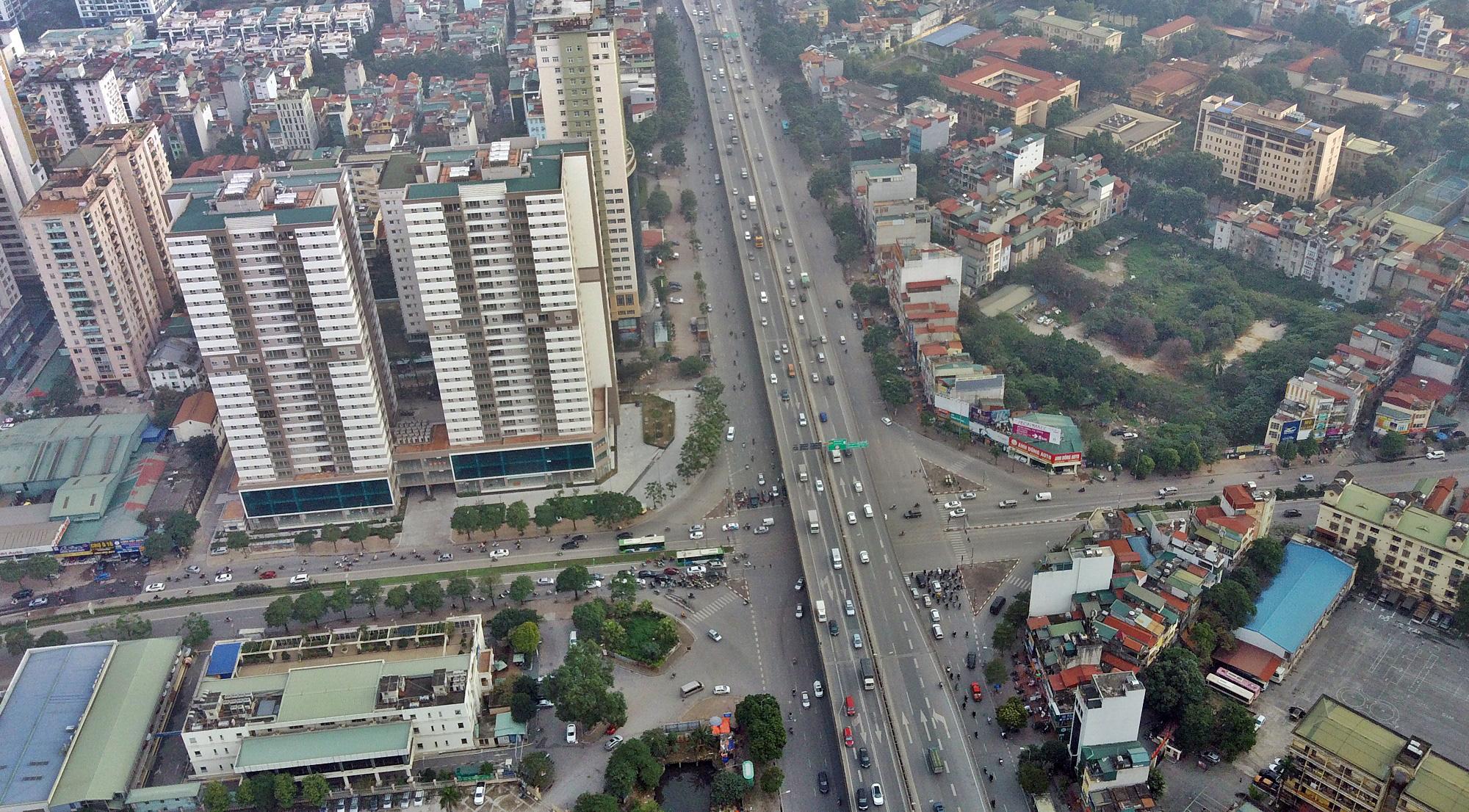 Toàn cảnh khu vực xây hầm chui Lê Văn Lương - Vành đai 3 gần 700 tỉ đồng - Ảnh 2.