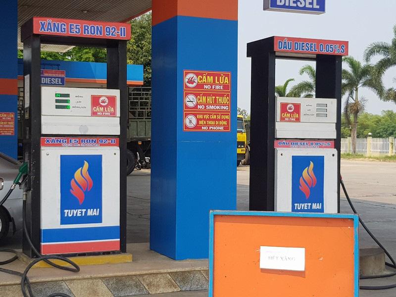 Nhiều cây xăng ở Quảng Nam đột ngột báo hết xăng - Ảnh 1.
