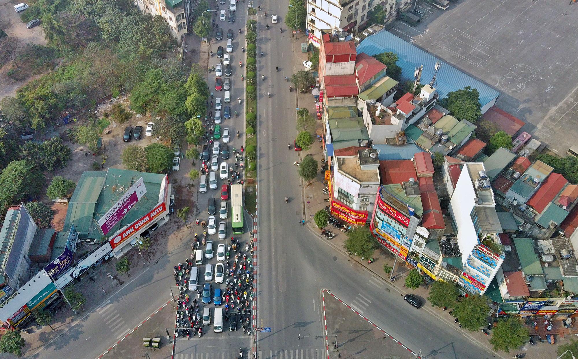 Toàn cảnh khu vực xây hầm chui Lê Văn Lương - Vành đai 3 gần 700 tỉ đồng - Ảnh 3.