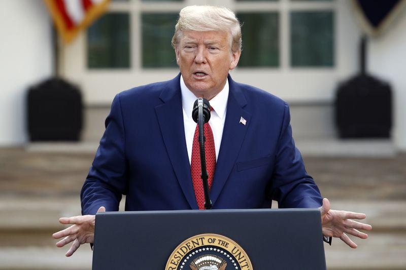 Ông Trump kéo dài qui tắc khảng cách an toàn lên 30 ngày, chỉ trích việc sử dụng quá mức khẩu trang - Ảnh 1.