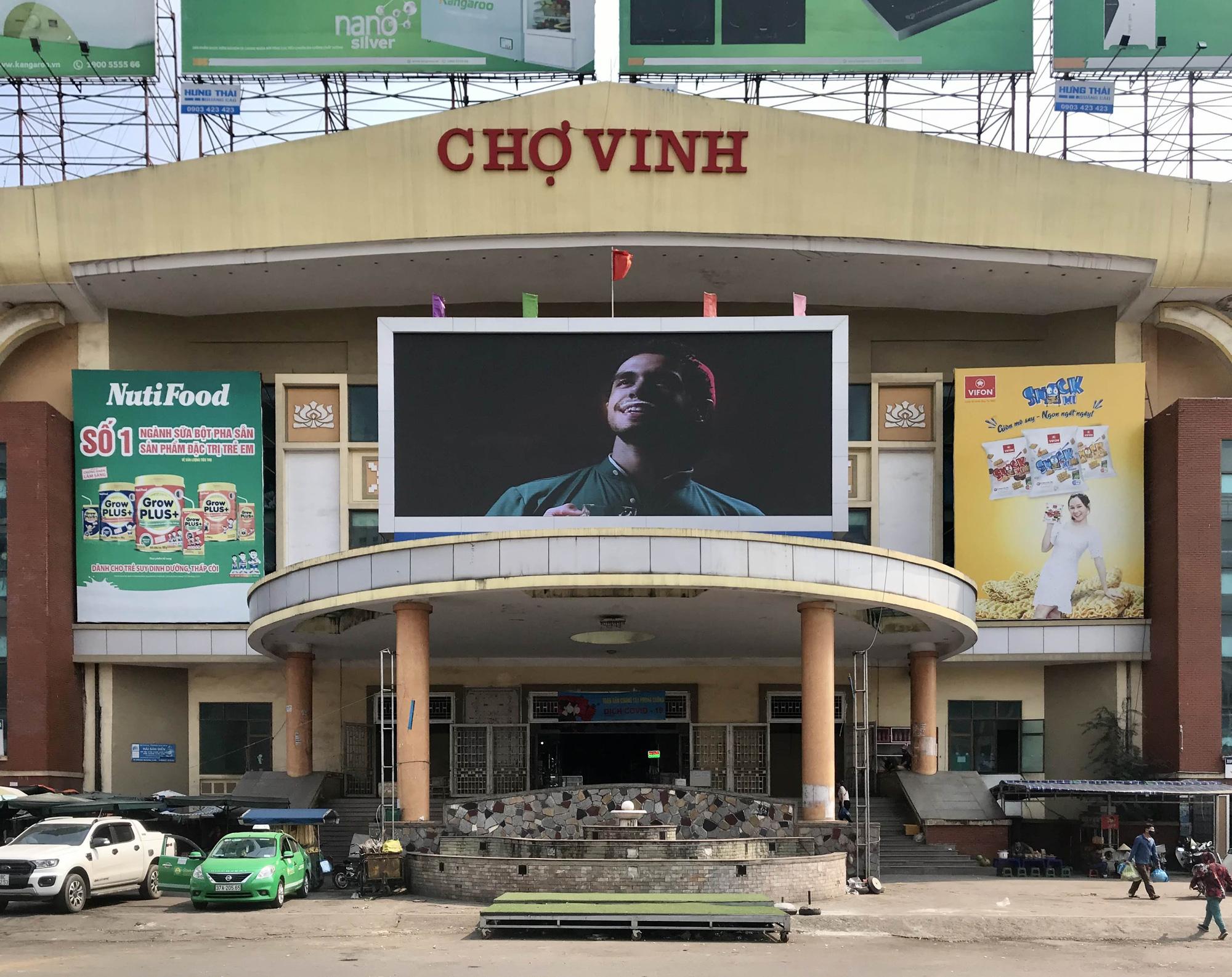 Dịch Covid-19 tại Nghệ An: Tiểu thương chợ Vinh ế ẩm, các cơ sở kinh doanh dịch vụ, giải trí đồng loạt đóng cửa - Ảnh 1.