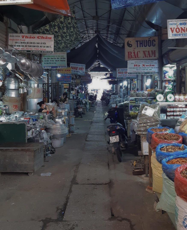 Dịch Covid-19 tại Nghệ An: Tiểu thương chợ Vinh ế ẩm, các cơ sở kinh doanh dịch vụ, giải trí đồng loạt đóng cửa - Ảnh 9.