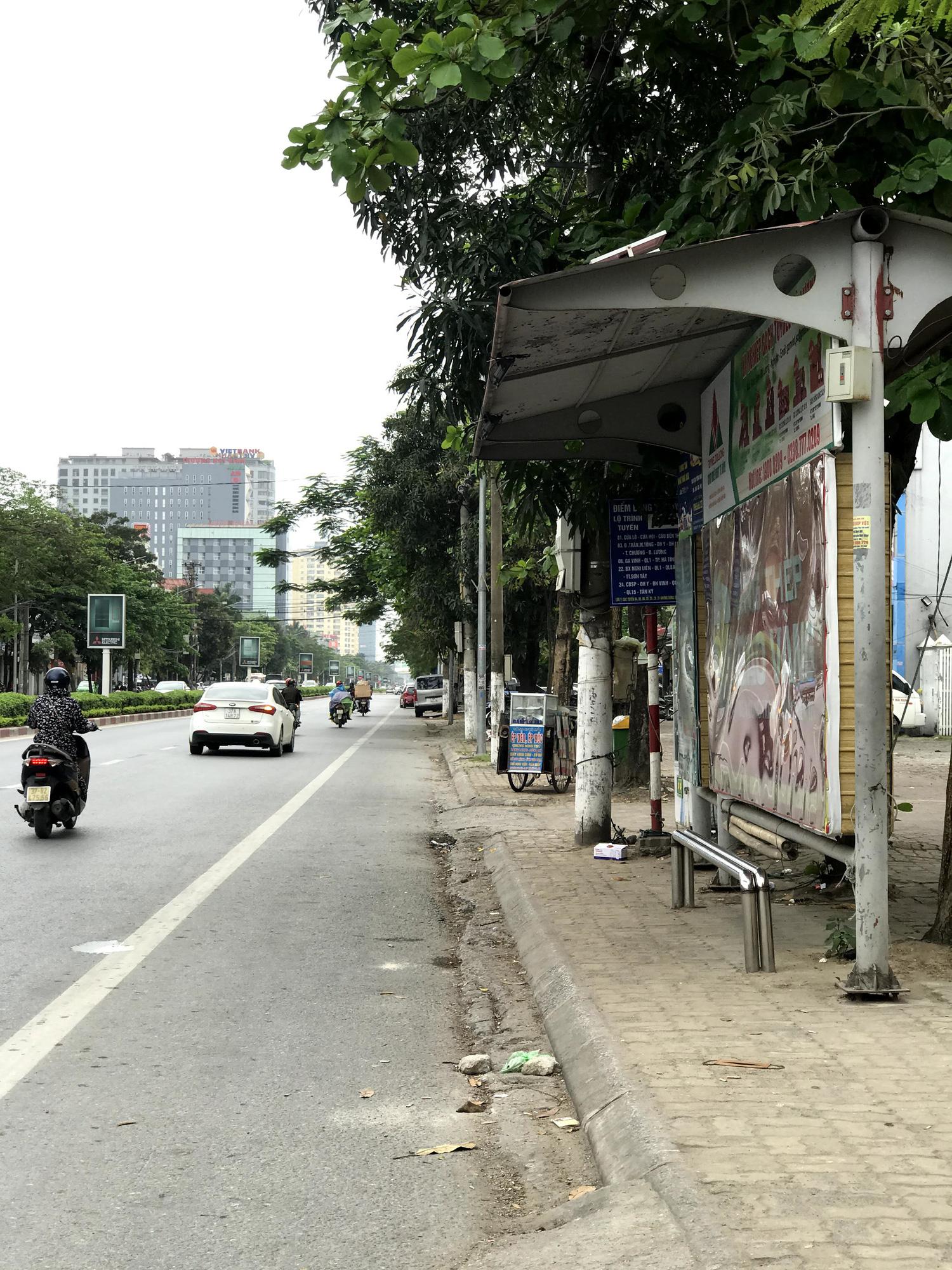 Dịch Covid-19 tại Nghệ An: Tiểu thương chợ Vinh ế ẩm, các cơ sở kinh doanh dịch vụ, giải trí đồng loạt đóng cửa - Ảnh 11.