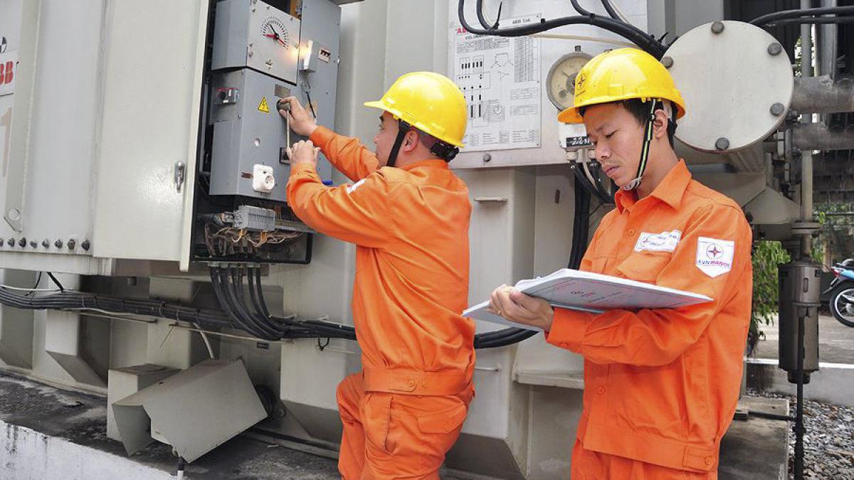 EVN đề xuất giảm giá điện giữa dịch Covid-19 - Ảnh 1.