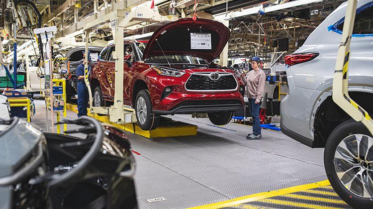 Doanh số bán xe sụt giảm vì Covid - 19, VAMA đề xuất giảm 50% thuế cho người mua ô tô - Ảnh 2.