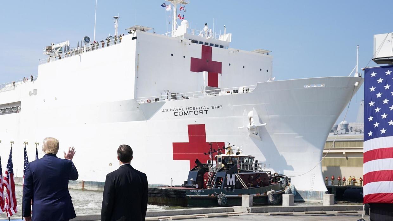 New York chào đón chuyến tàu bệnh viện với tiếng reo hò, số người tử vong ở Mỹ vượt 3.000 - Ảnh 1.