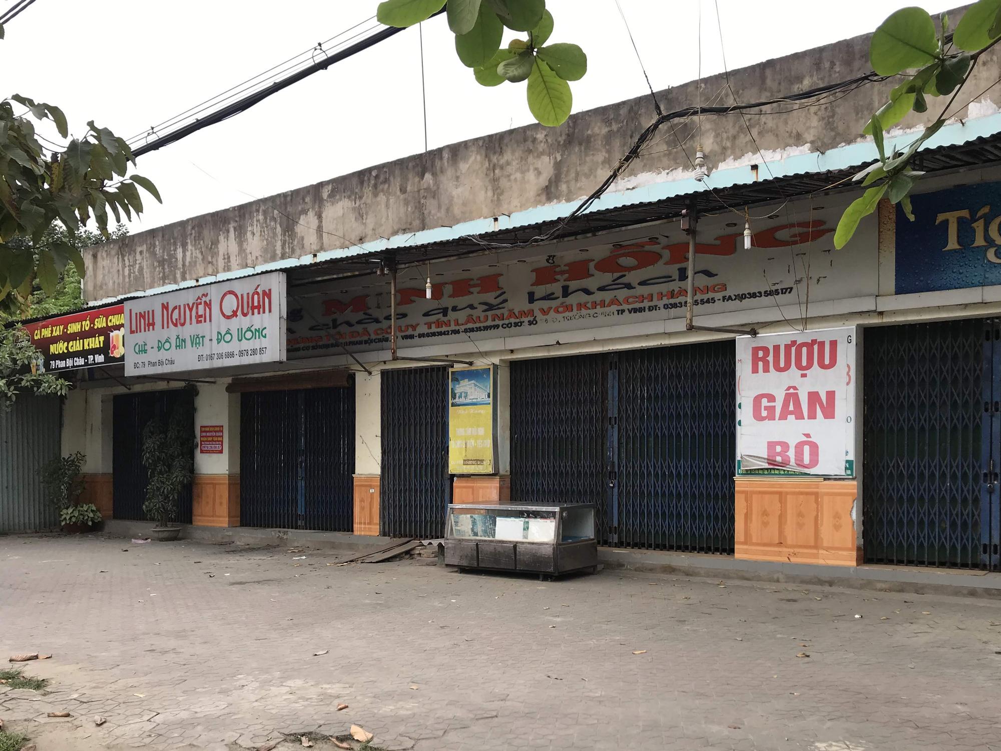 Nghệ An: Tiểu thương chợ đầu mối ế ẩm, các cơ sở kinh doanh dịch vụ, giải trí đồng loạt đóng cửa - Ảnh 15.