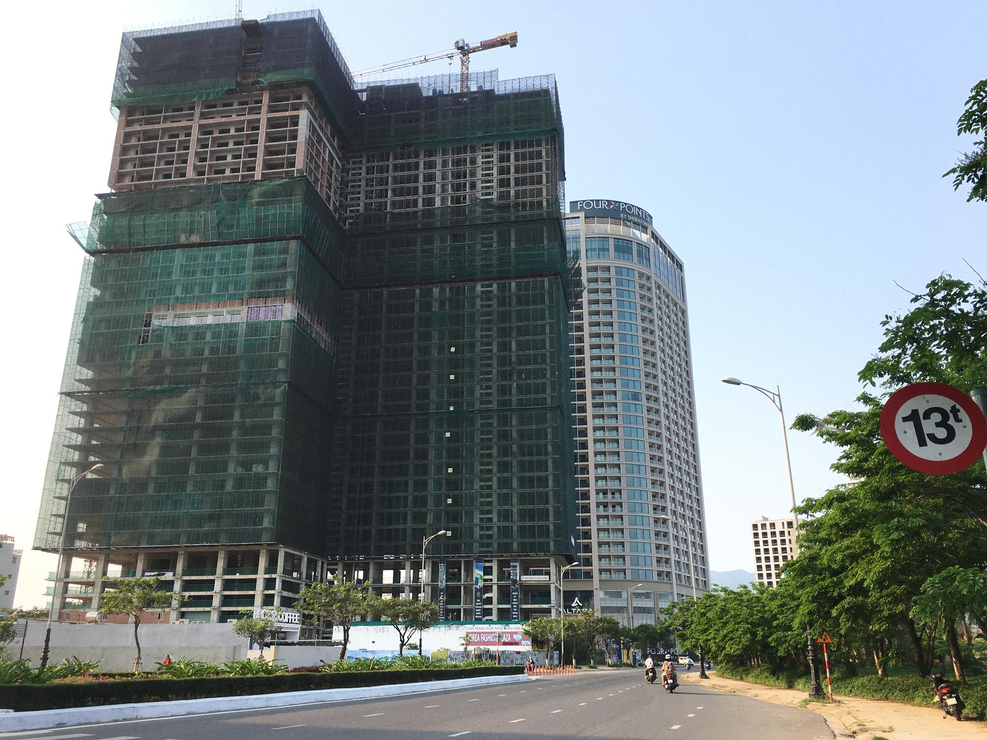 Khách sạn, công trình xây dựng ven biển, các hãng thời trang lớn ở Đà Nẵng đóng cửa hàng loạt trước ngày 'cách li toàn xã hội' - Ảnh 12.