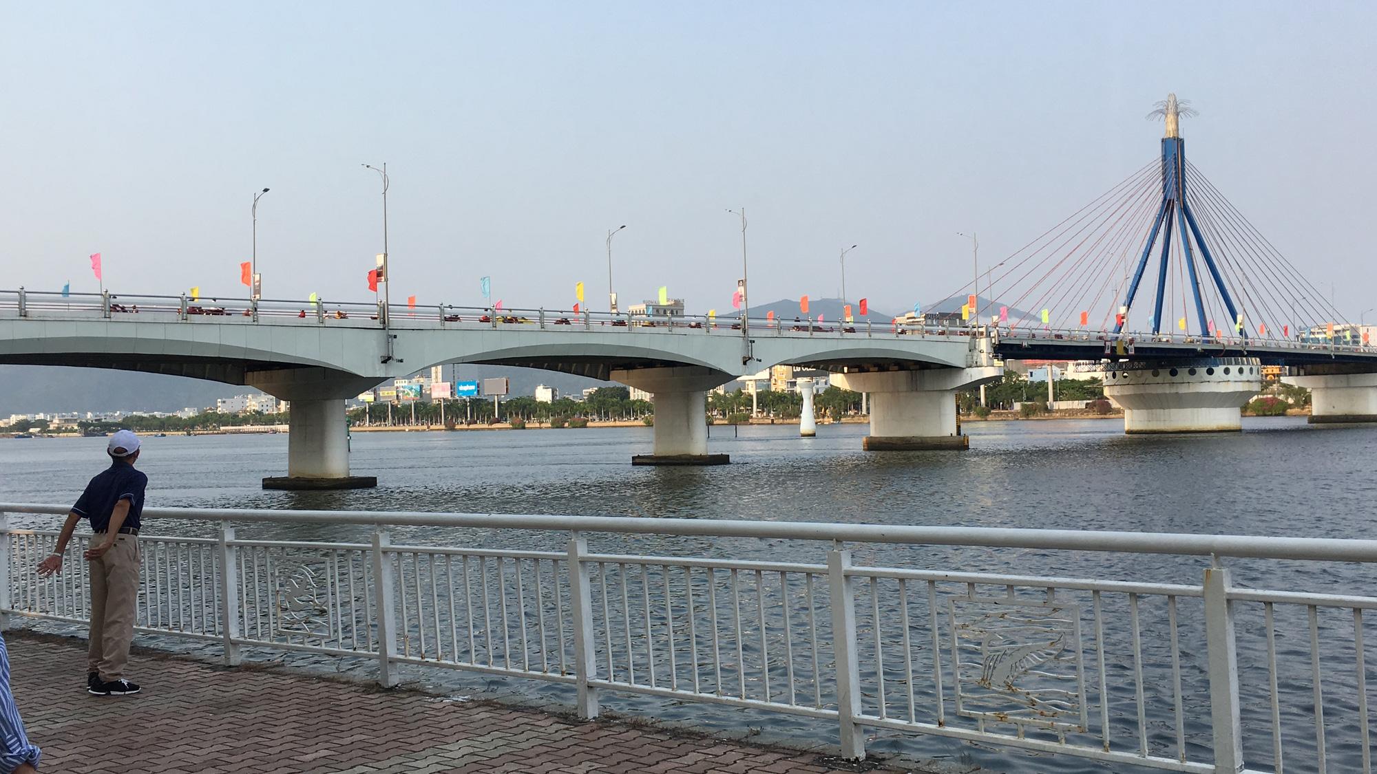 Khách sạn, công trình xây dựng ven biển, các hãng thời trang lớn ở Đà Nẵng đóng cửa hàng loạt trước ngày 'cách li toàn xã hội' - Ảnh 16.