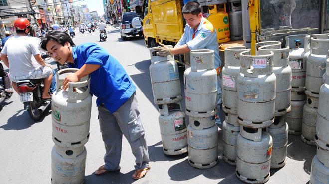 Sau xăng, giá gas cũng giảm kỉ lục gần 70.000 đồng mỗi bình từ ngày mai, 1/4 - Ảnh 1.