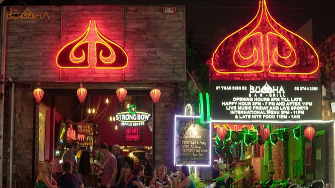 Người dân Đà Nẵng đến Bệnh viện Bạch Mai và quán bar Buddha khai báo ngay với chính quyền - Ảnh 1.