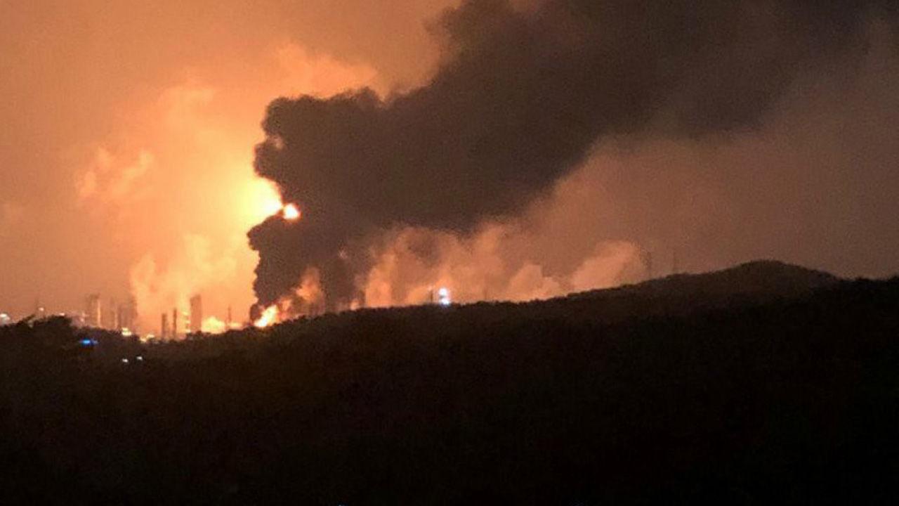 Hàn Quốc: vụ nổ kèm cháy lớn ở nhà máy Lotte Chemical khiến 56 người bị thương - Ảnh 1.