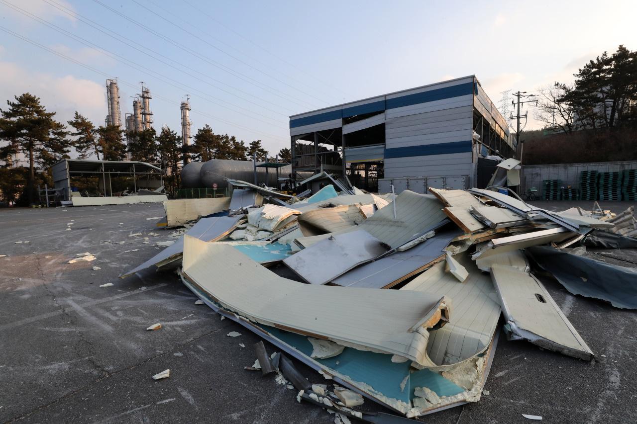 Nhà máy Lotte Chemical Hàn Quốc bị nổ kèm cháy lớn khiến 56 người bị thương - Ảnh 3.