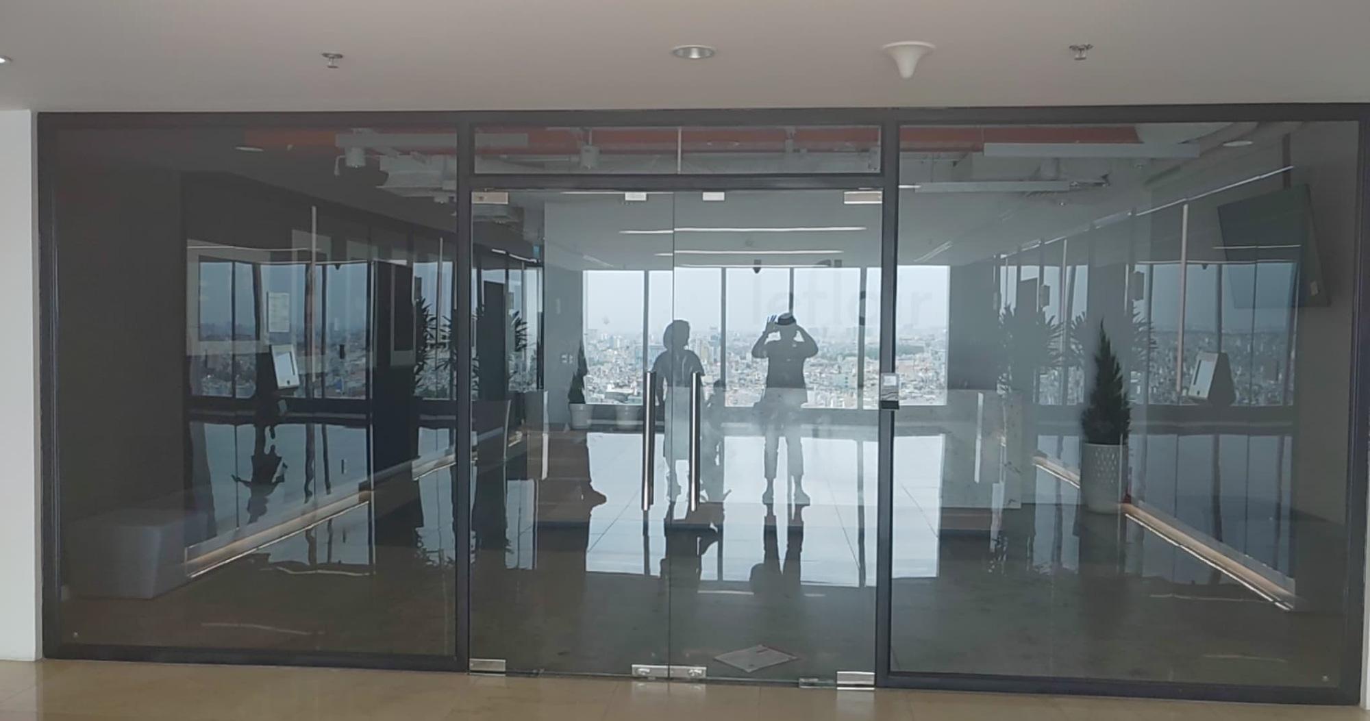 Website hàng hiệu Leflair đóng cửa, văn phòng không một bóng người, nhà cung cấp tố bị quỵt cả trăm tỉ đồng - Ảnh 2.