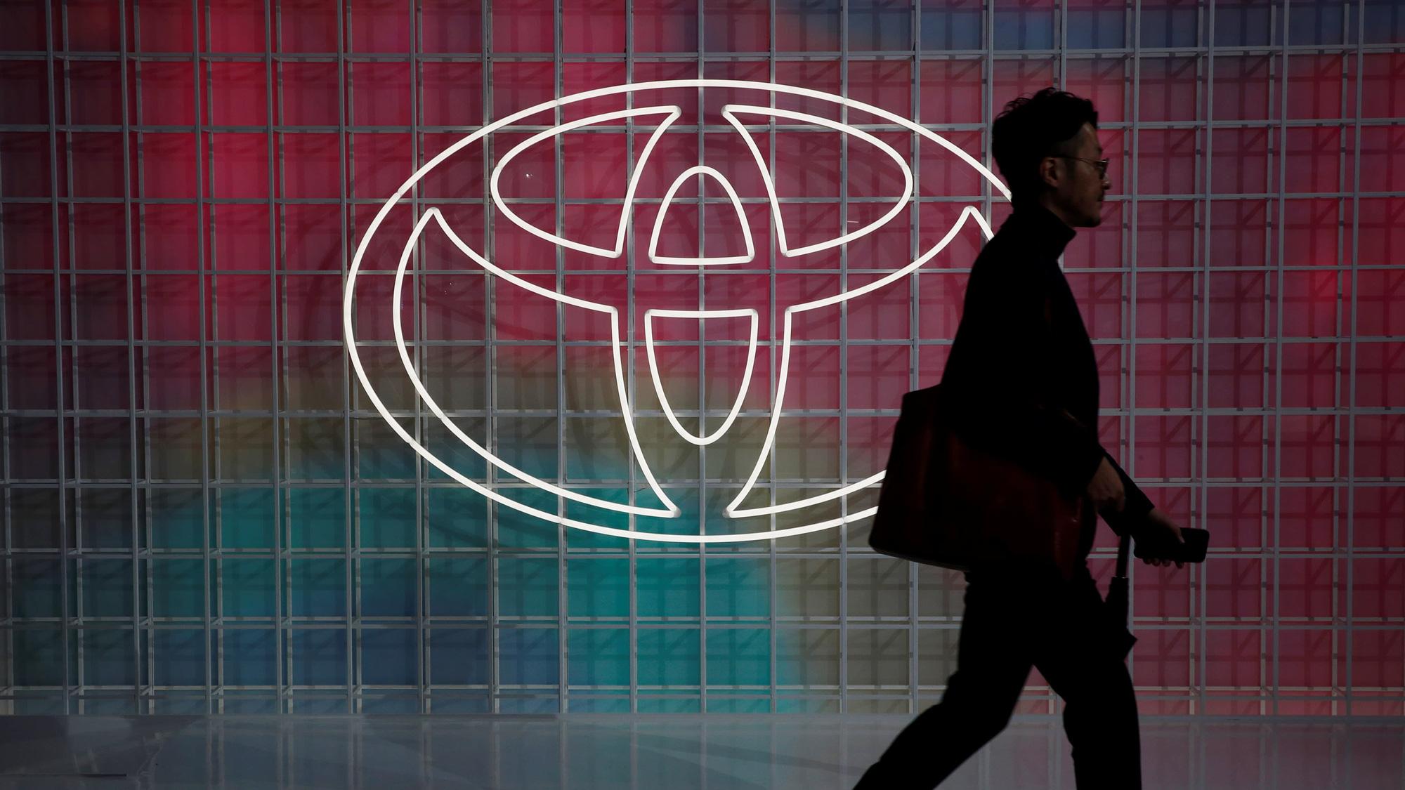 Doanh số giảm 70% Toyota vội vàng nối lại sản xuất tại Trung Quốc bất chấp dịch Covid - 19 - Ảnh 1.