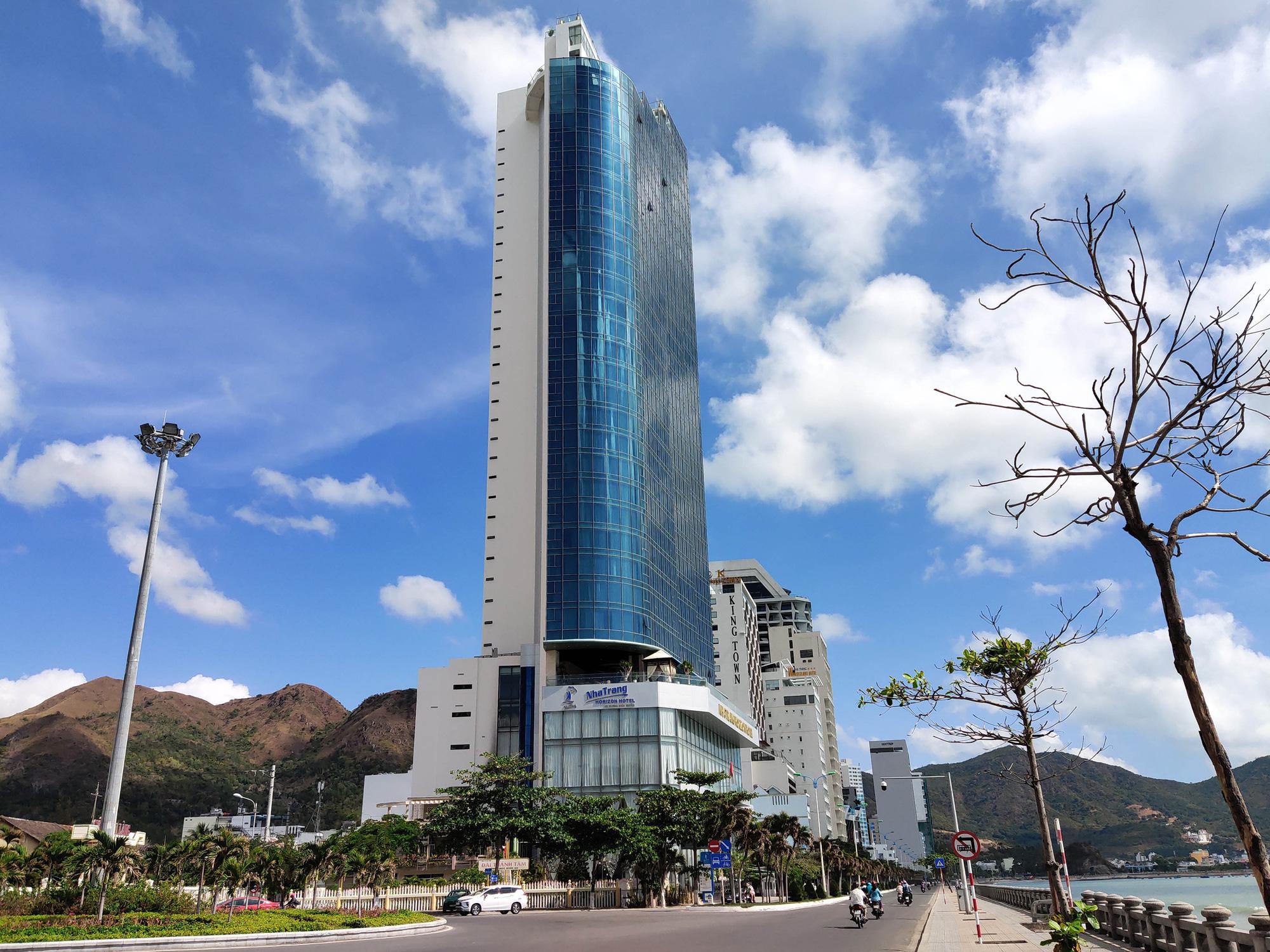 Vừa vận hành ổn định, khách sạn 5 sao tại Nha Trang lỗ hơn 5 tỉ đồng/tháng vì Covid-19  - Ảnh 1.