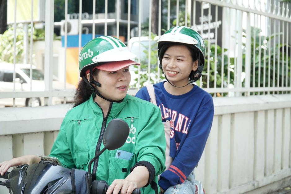 Đằng sau nắng gió bụi đường, có niềm hạnh phúc của những nữ tài xế Grab - Ảnh 3.