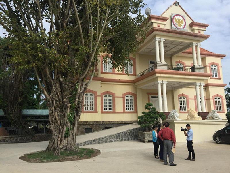 Cưỡng chế tháo dỡ công trình không phép tại huyện Bình Chánh - Ảnh 1.