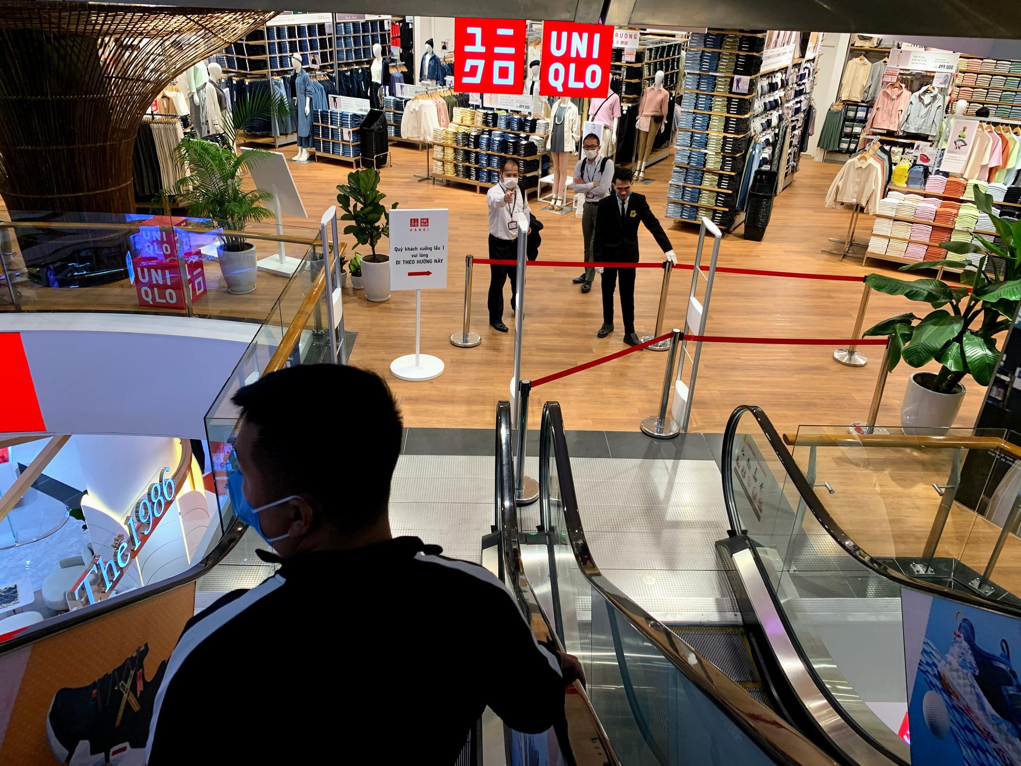 Bên trong cửa hàng Uniqlo lớn nhất Đông Nam Á ở Hà Nội có gì? - Ảnh 9.