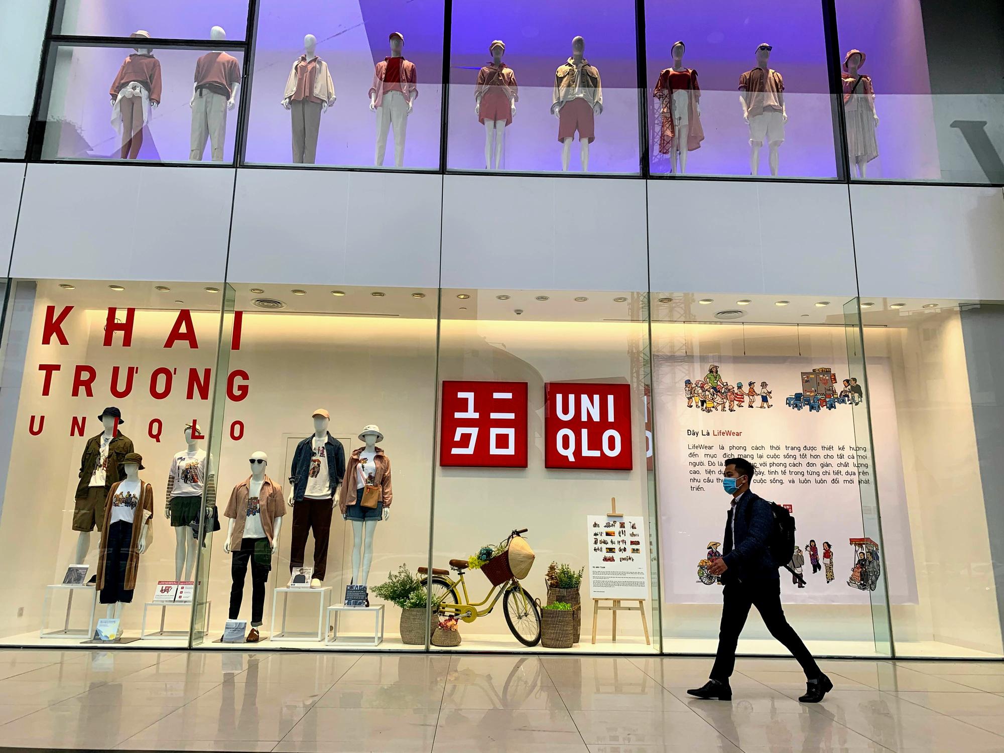 Bên trong cửa hàng Uniqlo lớn nhất Đông Nam Á ở Hà Nội có gì? - Ảnh 10.
