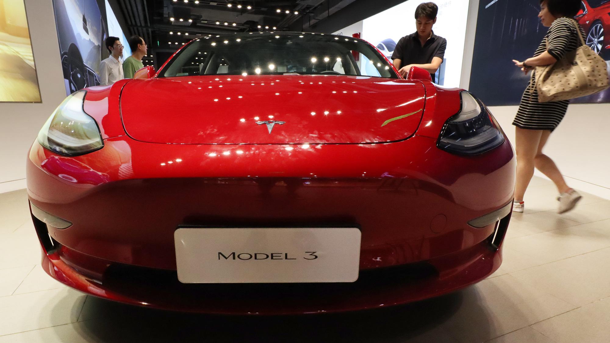 'Treo đầu dê bán thịt chó' Tesla bị người Trung Quốc giận dữ tẩy chay - Ảnh 1.