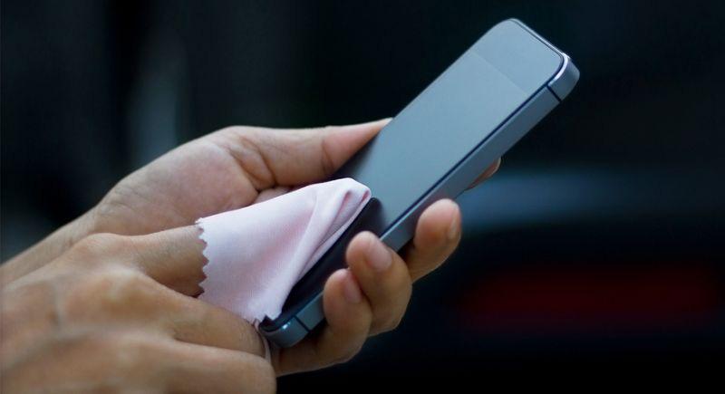 Những sai lầm khi vệ sinh điện thoại trong mùa dịch virus corona - Ảnh 3.