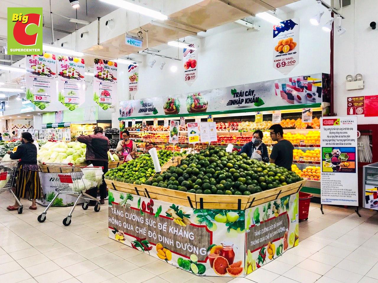 Siêu thị tăng gấp 3-4 lần lượng hàng hóa, thực phẩm, cam kết không thiếu bất kì hàng hóa nào và đang chuyển thêm về Hà Nội trong hôm nay - Ảnh 1.
