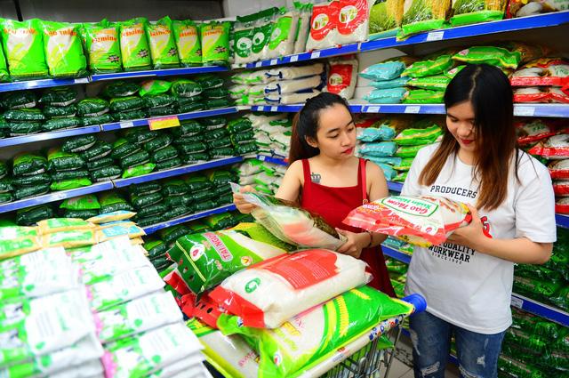 Thủ tướng yêu cầu các doanh nghiệp mở cửa bán gạo đến 11h đêm để đáp ứng nhu cầu người dân Hà Nội - Ảnh 2.