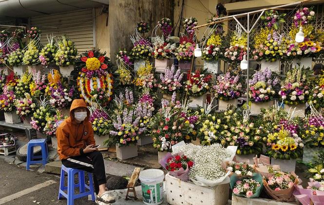 Ngày 8/3, hoa tại Hà Nội giảm giá mạnh vẫn ít người mua - Ảnh 6.