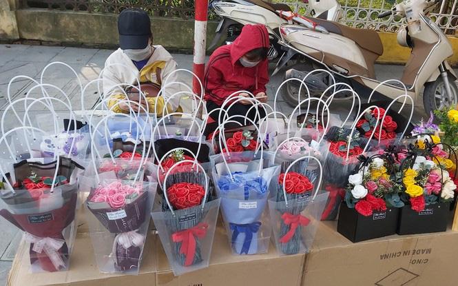 Ngày 8/3, hoa tại Hà Nội giảm giá mạnh vẫn ít người mua - Ảnh 10.
