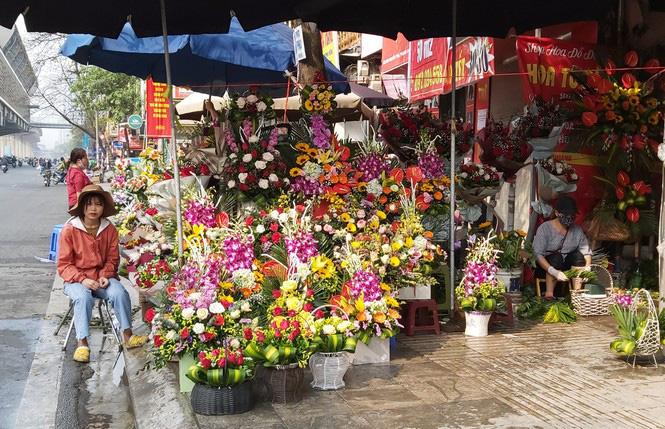 Ngày 8/3, hoa tại Hà Nội giảm giá mạnh vẫn ít người mua - Ảnh 8.
