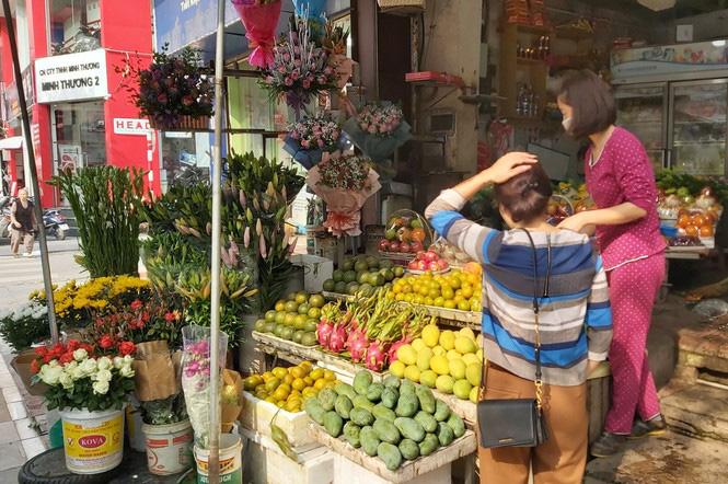 Ngày 8/3, hoa tại Hà Nội giảm giá mạnh vẫn ít người mua - Ảnh 11.