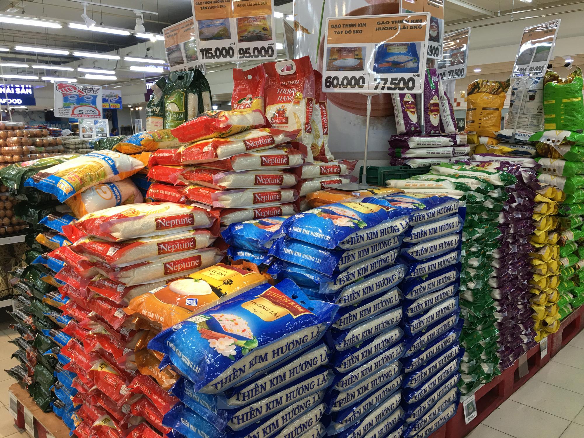 Siêu thị ở Đà Nẵng tràn đầy hàng trăm tấn hàng hóa cho nhu cầu người dân - Ảnh 6.