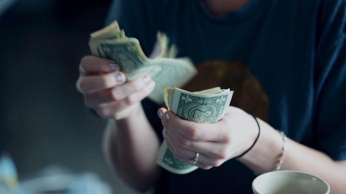 Dịch Covid - 19 đã thay đổi chúng ta sử dụng tiền mặt như thế nào? - Ảnh 1.